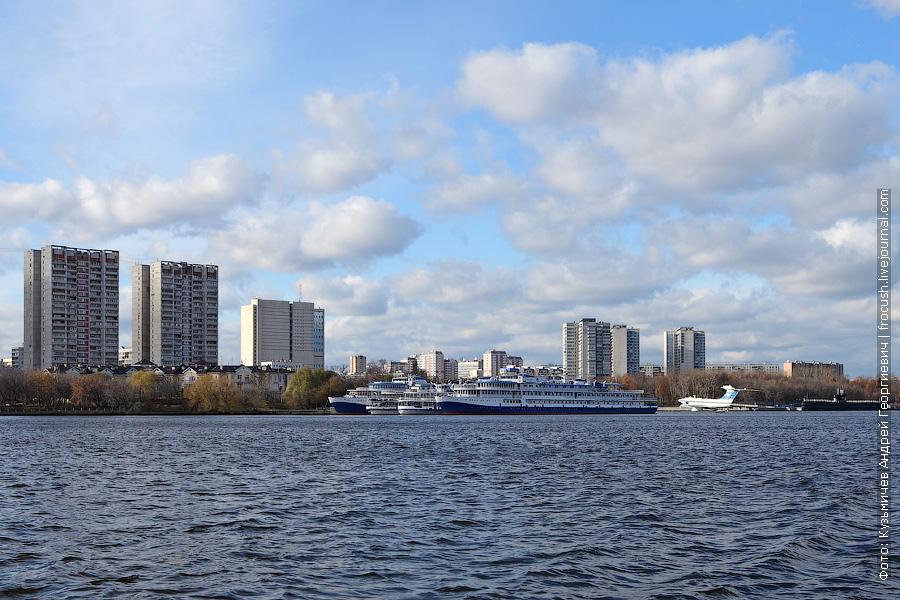 Напротив СРВ у пристани Захарково стоят четыре теплохода: «Прикамье», «Цезарь», «Президент» и «Петр Первый» (четвертым бортом)