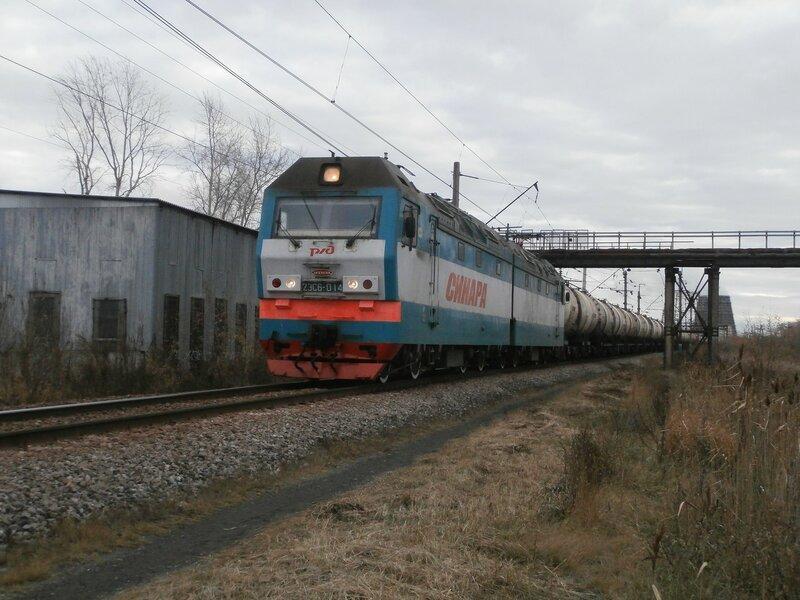 Электровоз 2ЭС6-014 с чётным грузовым поездом
