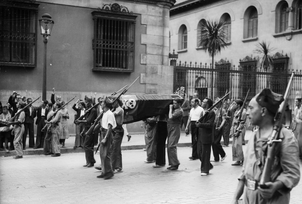 Милиция идёт в горах гуадарама 1936 год