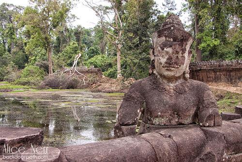 останки статуй в Ангкоре