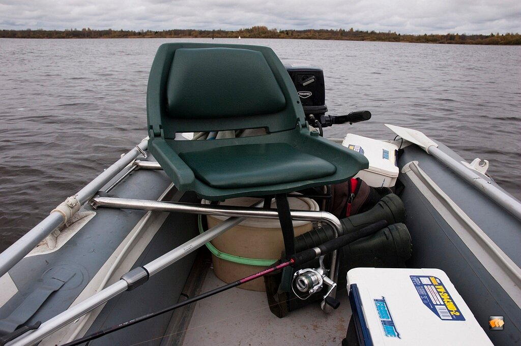 Сиденье на лодку складное