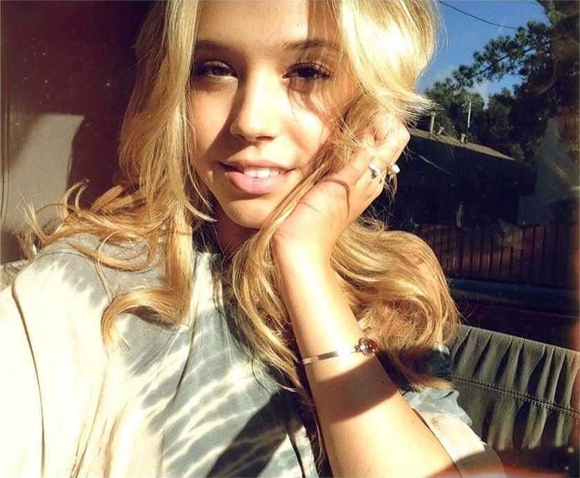 Красивые фотографии молодой модели Алексис Рен 0 1423a4 c839bc5d orig