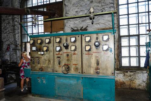 Электрощит электростанции Пороги фото