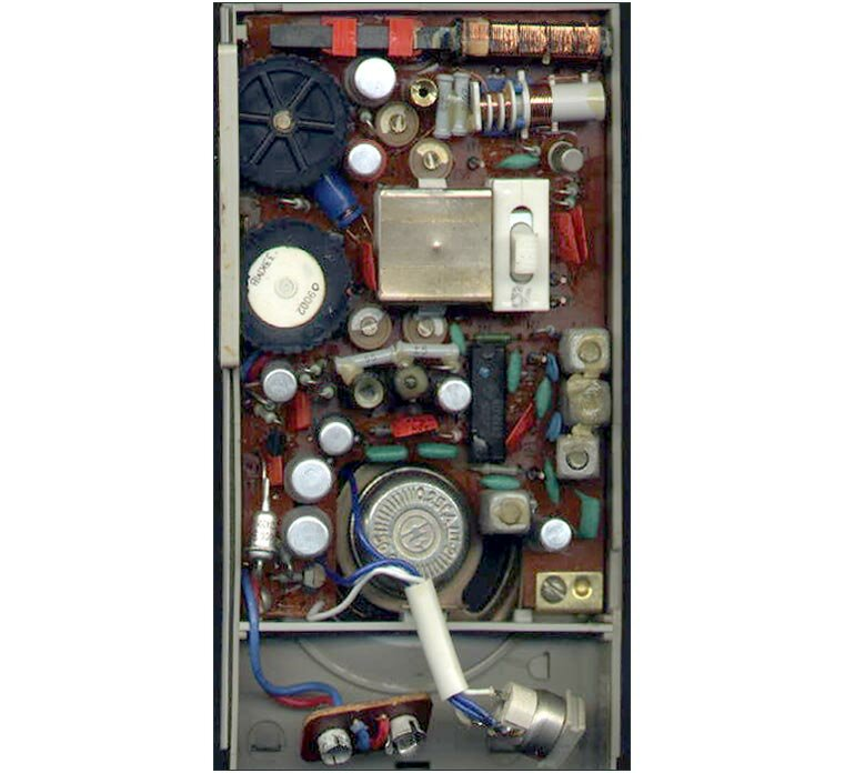 Фото. за 1992 год.  Малогабаритный супергетеродинный радиоприёмник ''Невский-402'' создан на основе серийного...