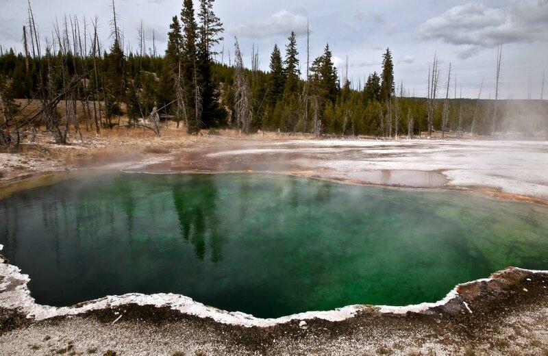 Малахитово-изумрудное озеро