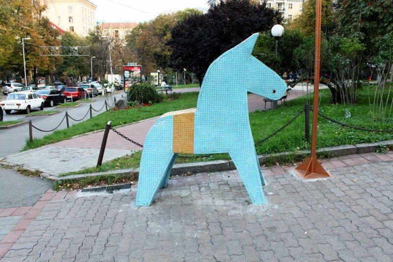 Лошадка Dhala - национальный символ Швеции в Киеве