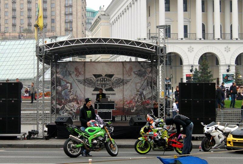 Сцена фестиваля экстрима на Майдане Незалежности