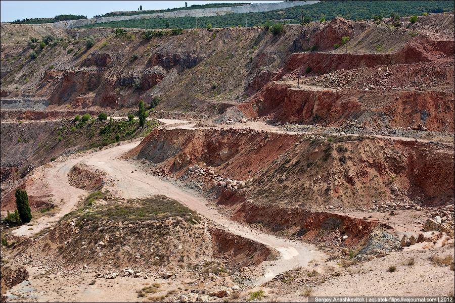 Заброшенный карьер в Балаклаве