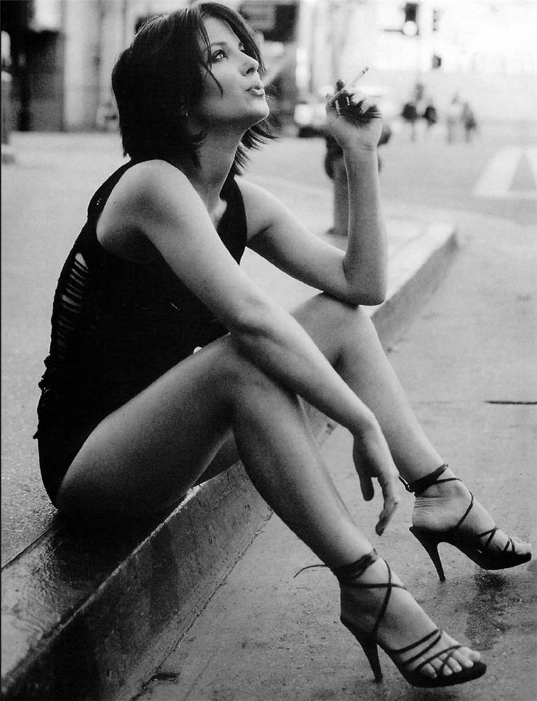 Телки с сигаретами 27 фотография