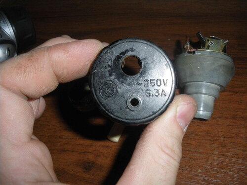 Фото 8. Надпись на верхней части корпуса ПАР. Номинал 6,3 ампера в современных условиях слишком мал.