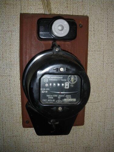 Фото 10. Установка временной 10-амперной пробки взамен вышедшего из строя ПАР номиналом 6,3 ампера.