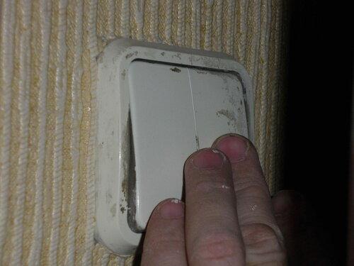 Фото 22. Двухклавишный выключатель люстры.