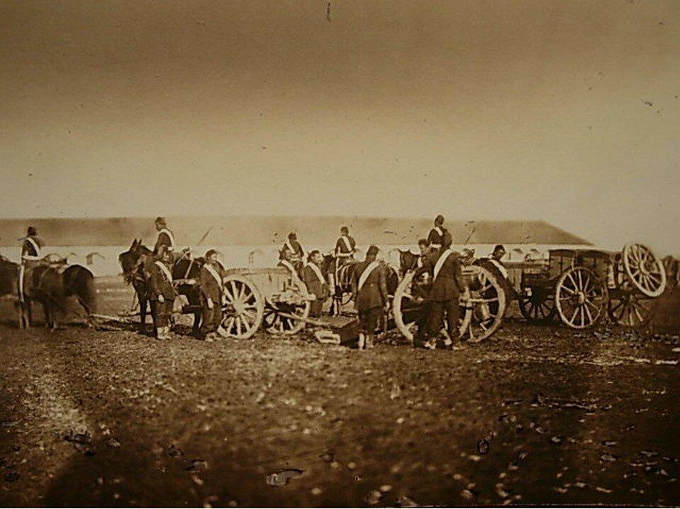 Турецкие артиллеристы  собрались вокруг лафета