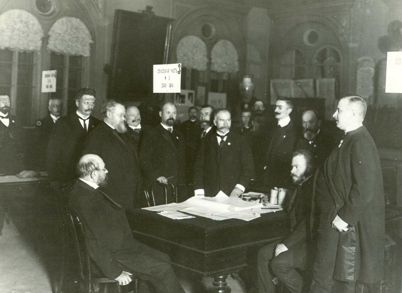 Регистрация депутатов по выборам выборщиков в Третью Государственную думу от Спасской части в зале Городской думы