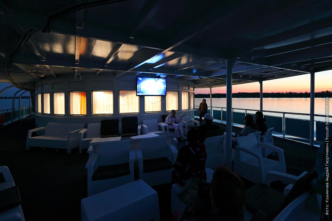 корма средней палубы теплоход Русь Великая вечернее фото