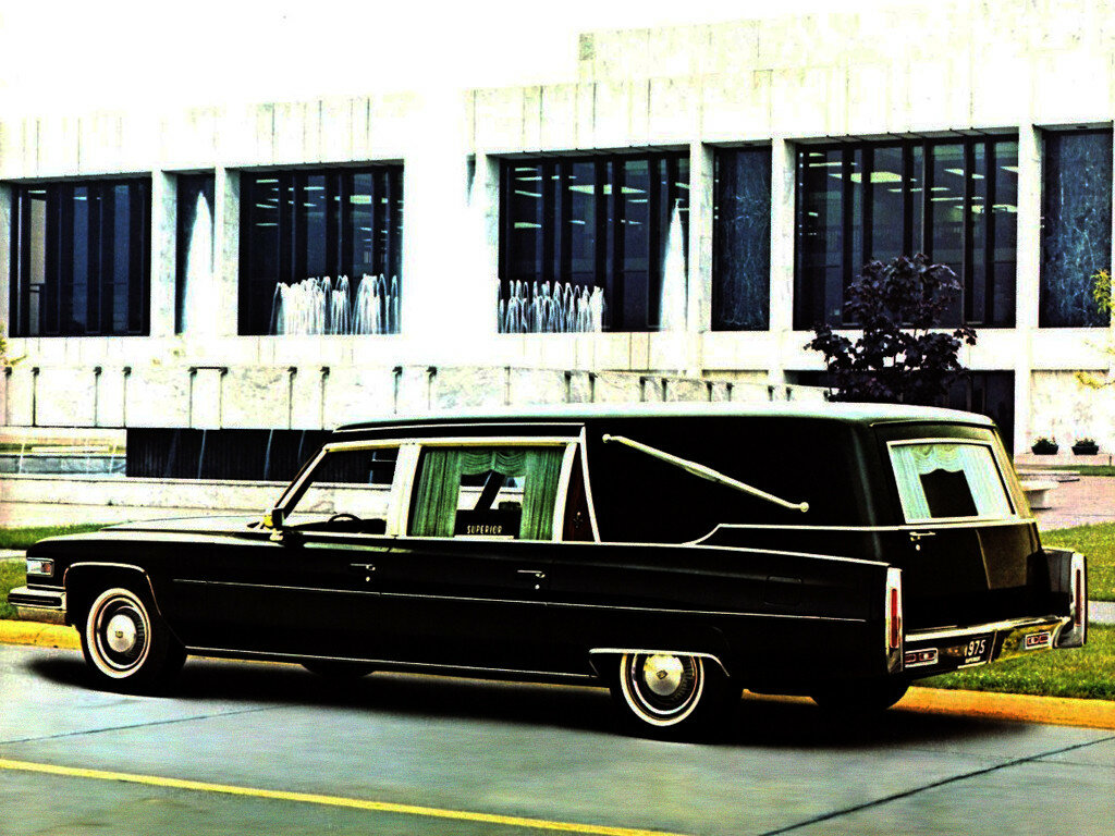 Cadillac Superior Sovereign Landaulet (F90_Z) '1975 1.jpg