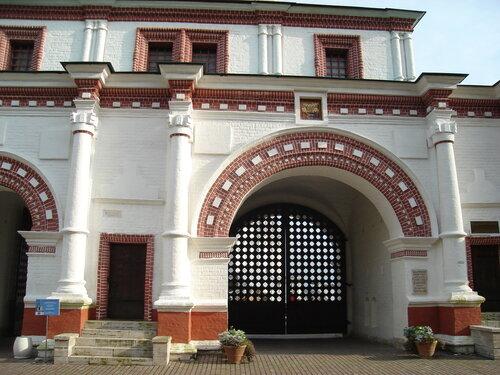 Коломенское, Передние ворота.