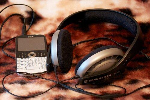 Acer beTouch E130 и Sennheiser HD 408