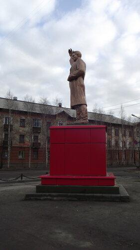 Фотография Инты №1994  Памятник Сергею Мироновичу Кирову 07.10.2012_14:00