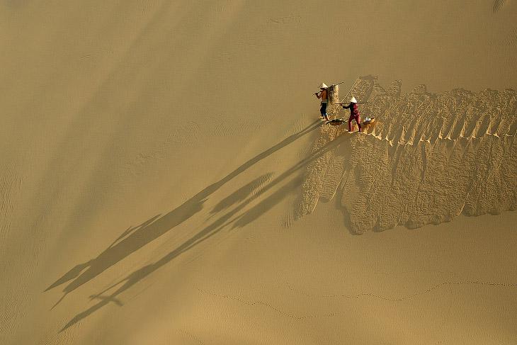 2. Ближний Восток и Северная Африка: часовщик в районе Бур Дубай. (Фото Evans Claire Onte):