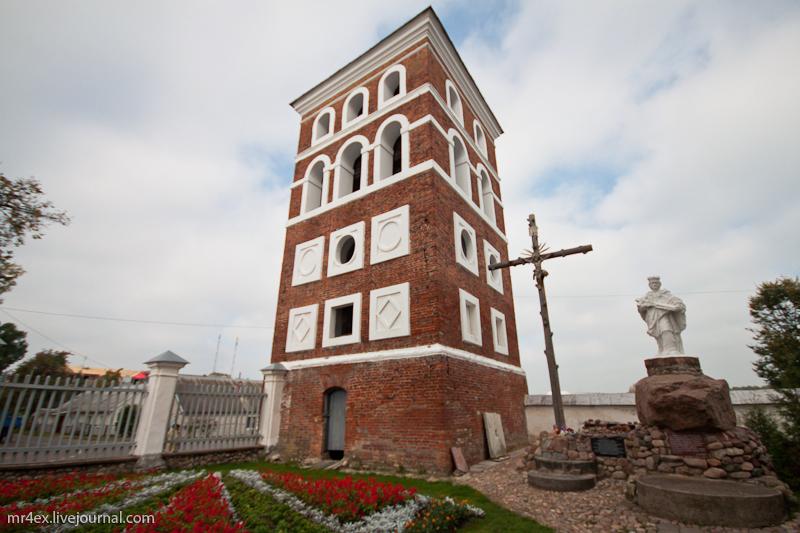 Фарный костел. Оборонительная башня