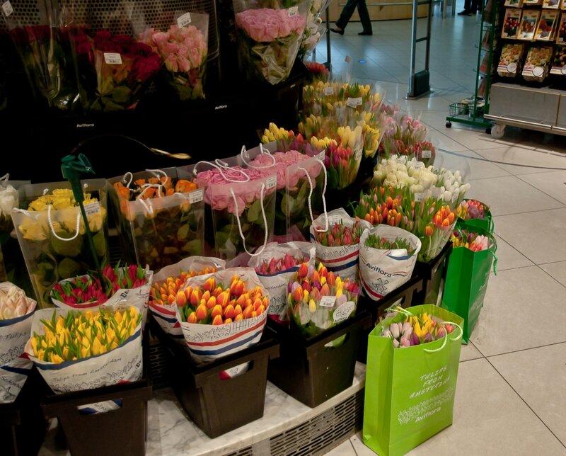 Тюльпаны и розы в голландском дьюти-фри