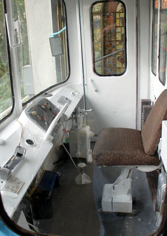 Внутри кабины фуникулера