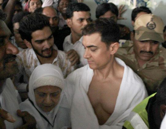 Популярный актер Болливуда Амир Хан совершает хадж