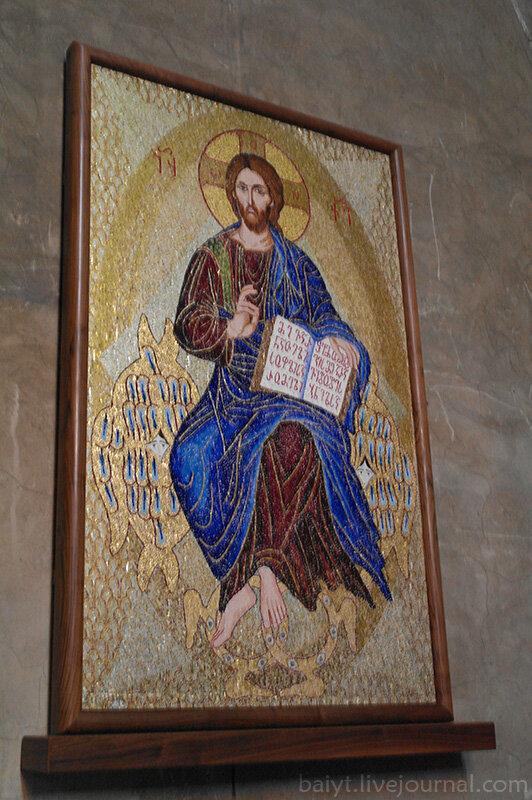 Современная мозаичная икона на северной стене Светицховели