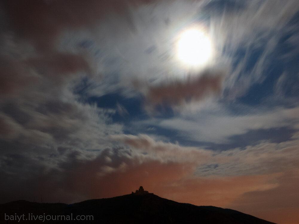 Полная луна над Джвари