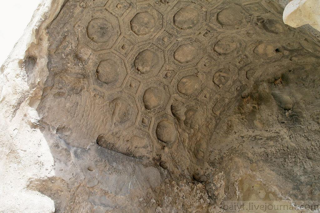 Украшенный резьбой потолок в Уплисцихе