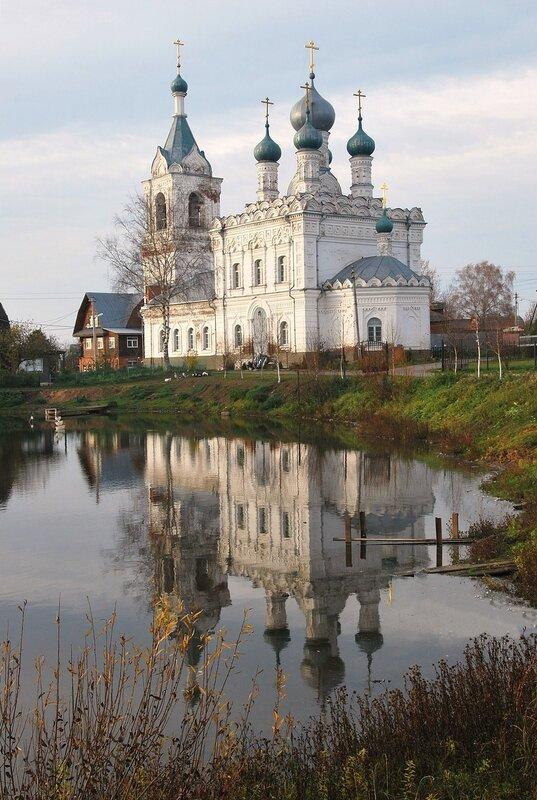 Покровская церковь с отражением