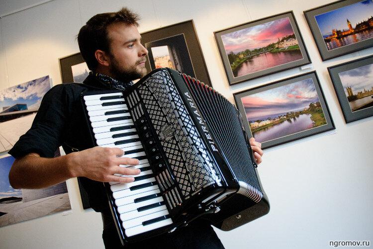 Роберт Радлинский (аккордеон, выставка)