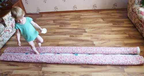 свернутое для стежки одеяло