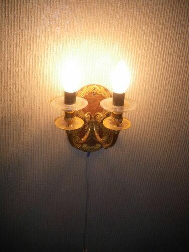Фото 30. Сталинское бра. Лампочки в форме свечи выглядят и светят нормально.