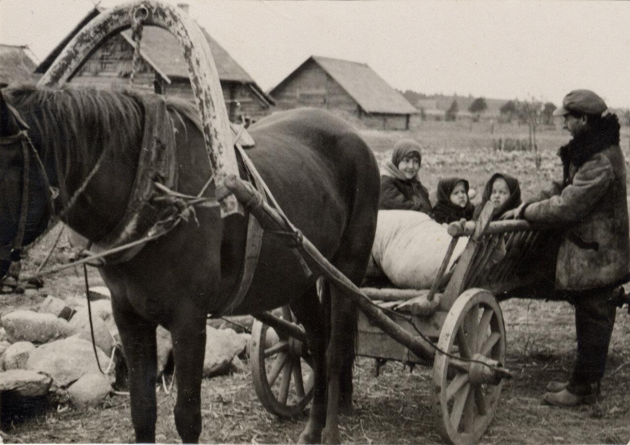 Прокатимся... Фото Семака Франца. 1937