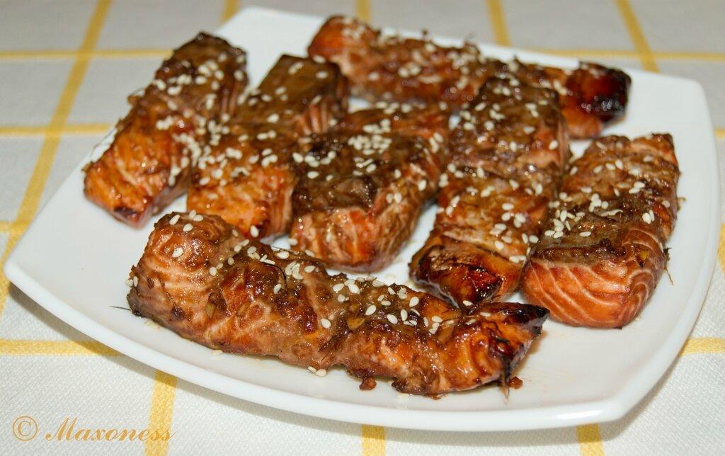 Лосось-гриль с соусом терияки. Японская кухня