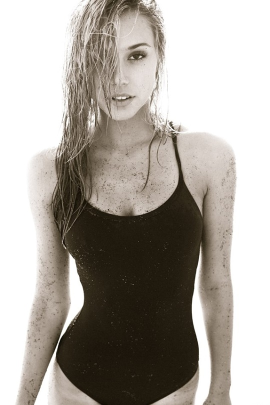 Красивые фотографии молодой модели Алексис Рен 0 14235c 5132809e orig