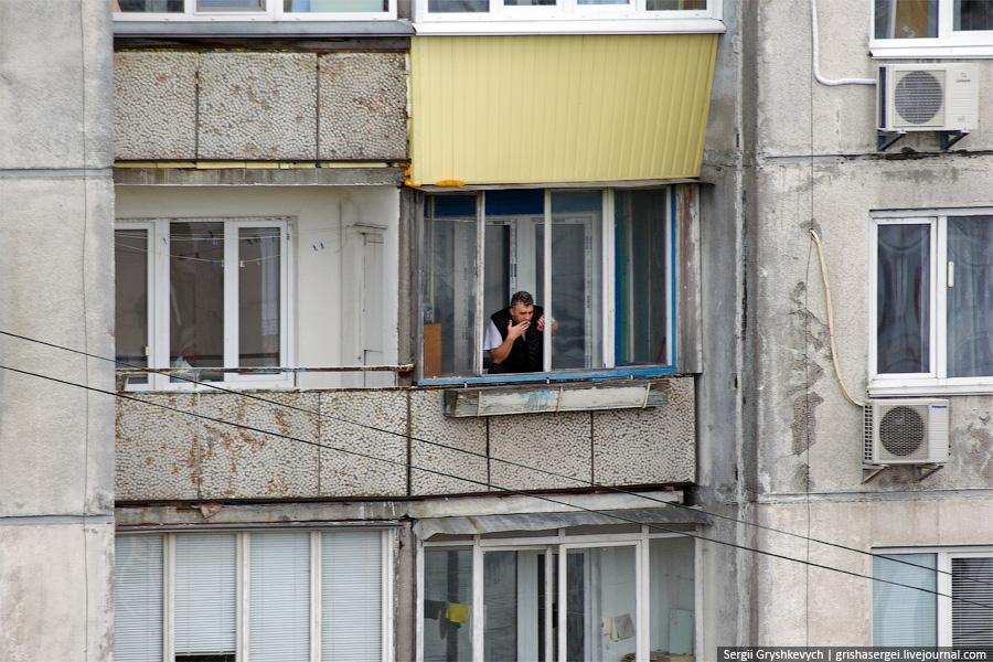 Молодой сахалинец ограбил соседа, проникнув в его квартиру ч.