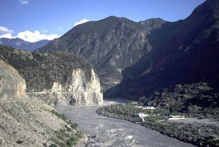 6. Поскольку долина находится на полдороге от Хунджерабского перевала до начала индостанских равнин,