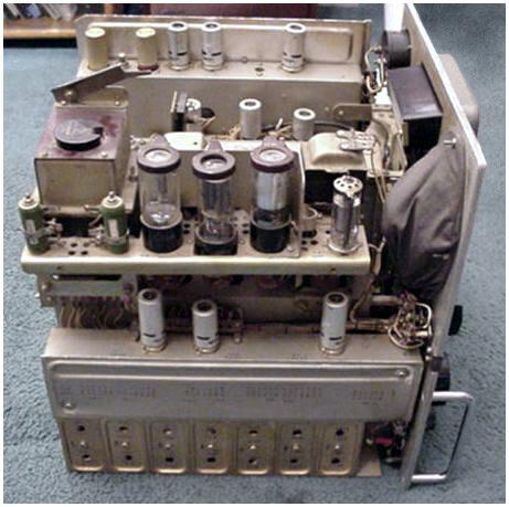 """Стационарный супергетеродинный ламповый радиоприемник  """"Волна """" предназначен для слухового приема телеграфных..."""