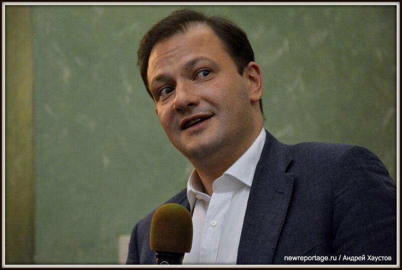 Телеведущий Сергей БРИЛЁВ на презентации своей новой книги