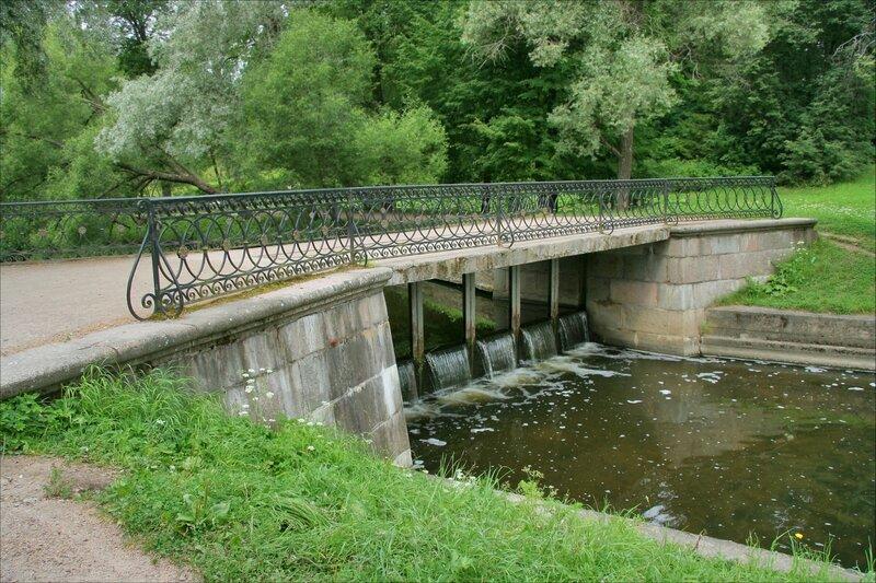 Павловский парк, Черный мост