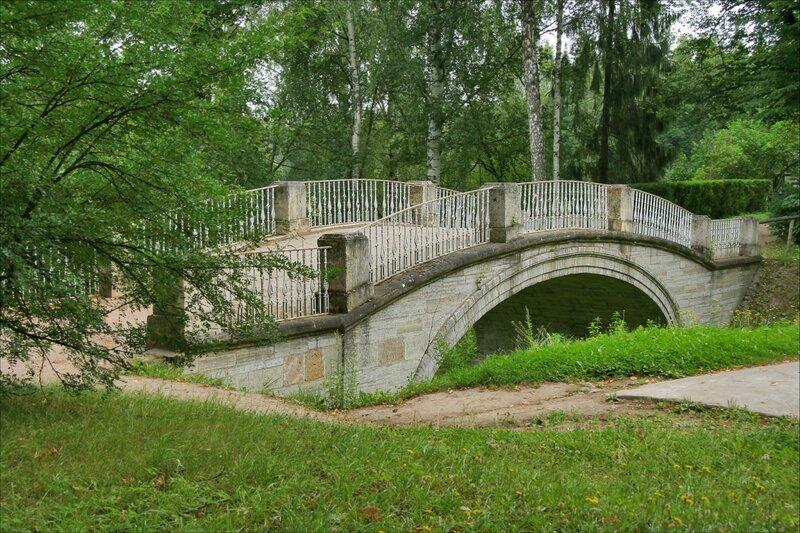 Павловский парк, Пешеходный мост