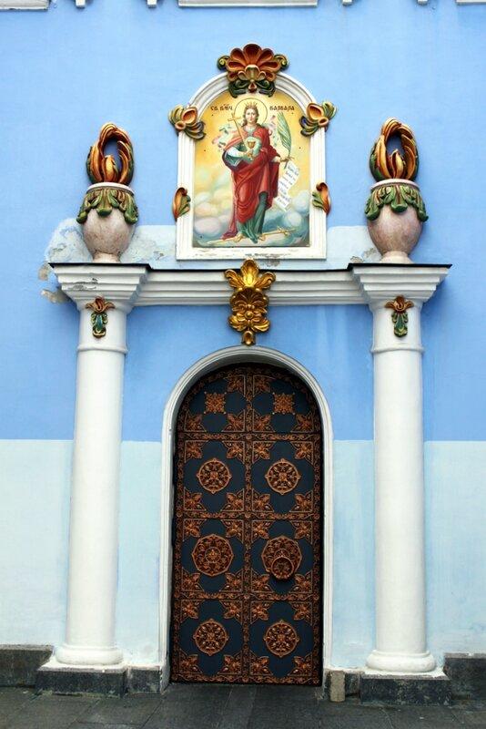 Боковая дверь Михайловского собора