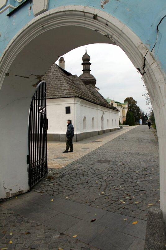 Боковые ворота Михайловского монастыря