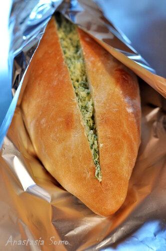 Хлеб с чесночным маслом (перед запеканием)