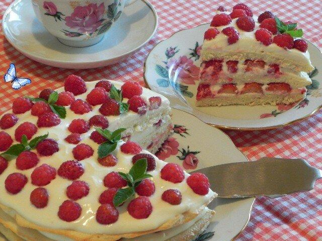 Бисквитный торт с ягодами - фоторецепт