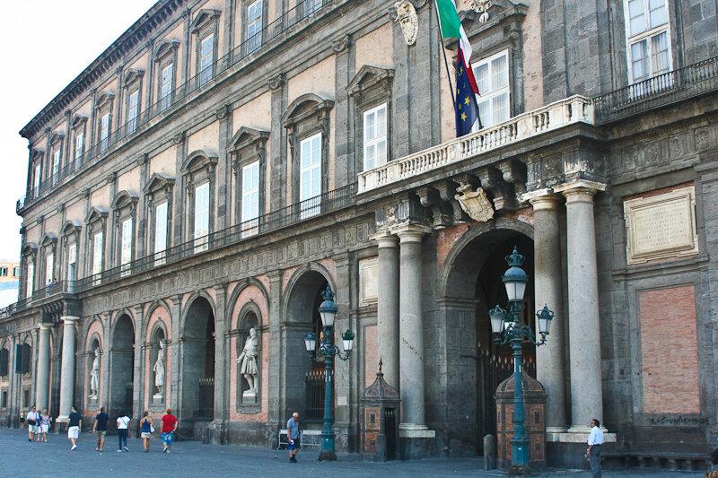 резиденция неаполитанских монархов – Королевский дворец Неаполя