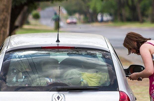 19 школьников в Renault Clio